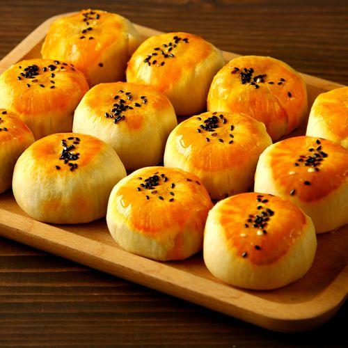 西瓜味的童话咸蛋黄酥雪媚娘早餐面包整箱好吃的零食小吃排行榜糕点心