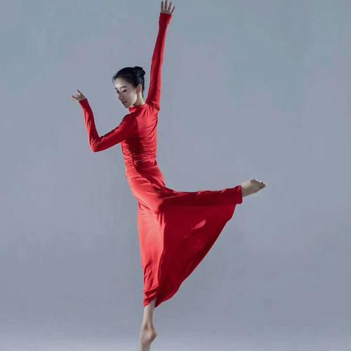 新款现代舞蹈演出服拍摄写真服红色大裙摆表演服车展