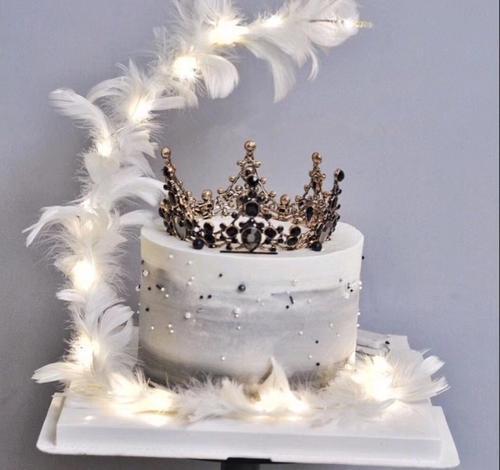 新品推荐-复古皇冠羽毛抖音网红创意生日蛋糕(1磅)